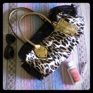 Betseyville Betsy Johnson black/gold purse